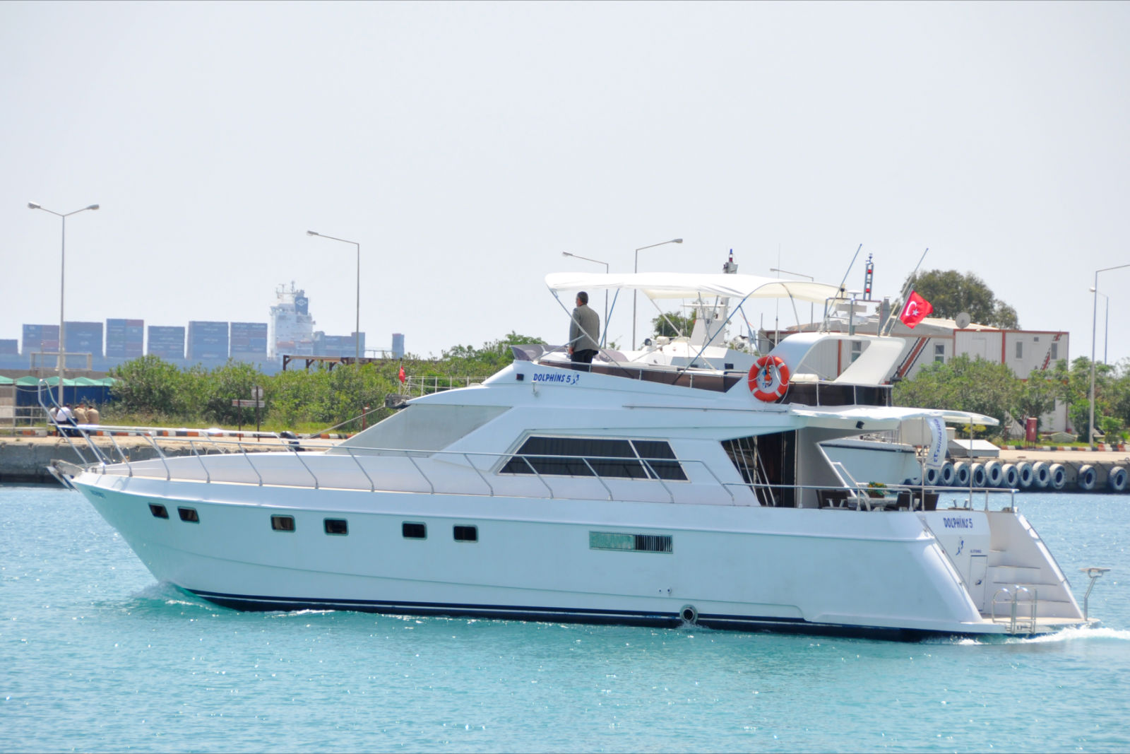 Yacht Crew Luxembourg: L6010 Model Rental Yacht