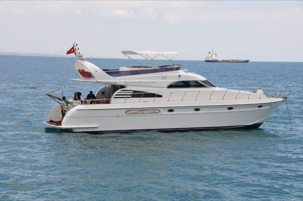 Yacht Crew Luxembourg: L6011 Model Rental Yacht