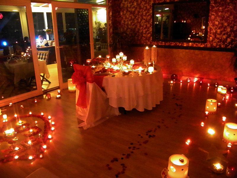candlelight dinner in antalya romantisches abendessen am strand gestalten ideale romantsiches. Black Bedroom Furniture Sets. Home Design Ideas